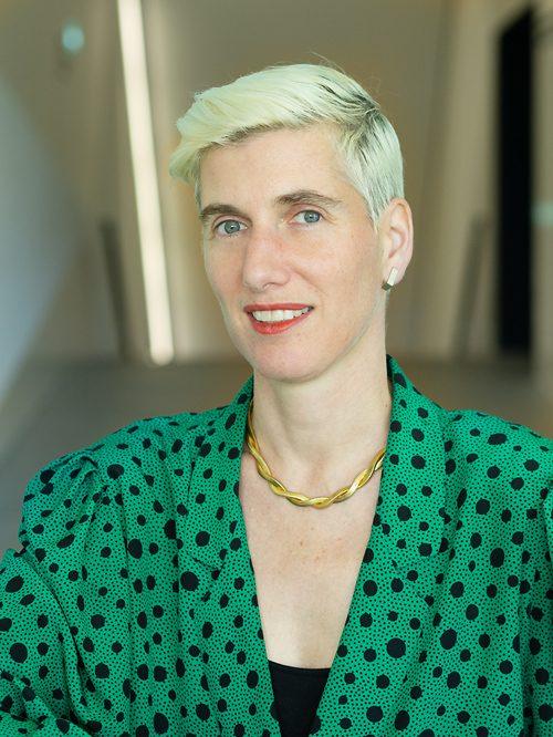 Mme Veronica Tracchia