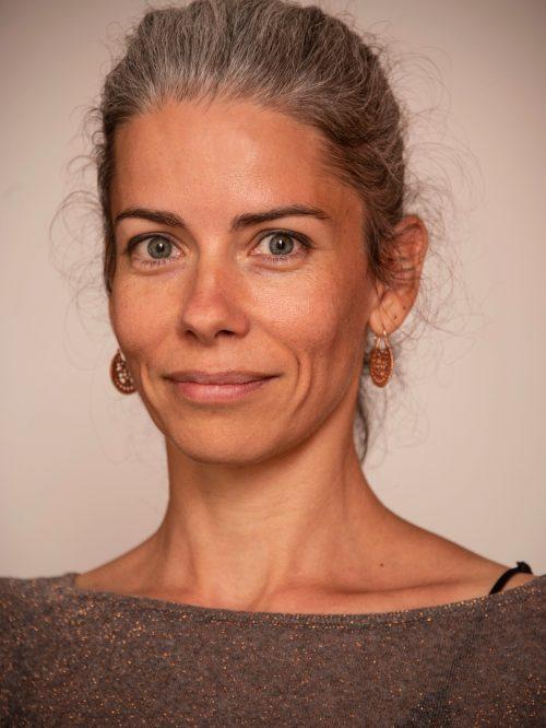 Mme Sophie Mayor